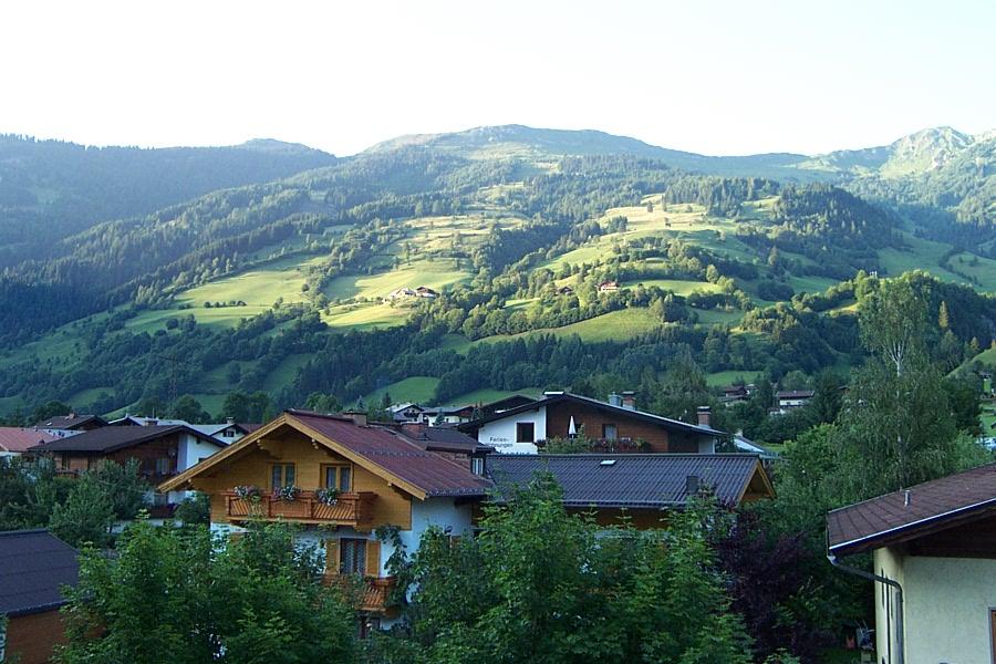 sunny-hillside-1463873