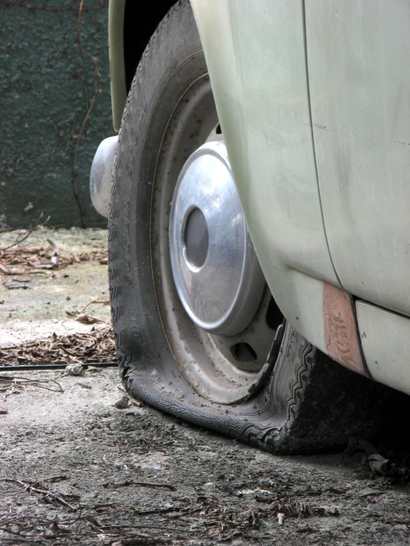 flat-tyre-1574330
