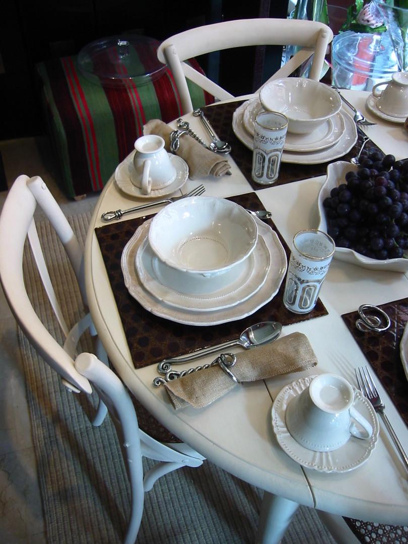 dinner-table-1572287